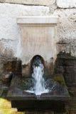 Source d'eau antique dans le temple de l'agora Images libres de droits