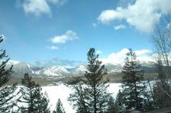 Source dans les montagnes Photos libres de droits