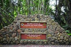 Source thermale étudiante à fond, Sabah, Malaisie Images stock