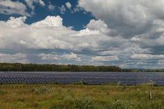 Sources d'énergie alternatives Centrales solaire Photo libre de droits