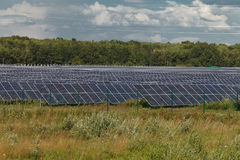 Sources d'énergie alternatives Centrales solaire Photographie stock