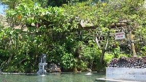 Sources naturelles thermales dans les montagnes au lac Batur image stock
