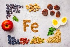 Sources saines de produit de fer Vue supérieure, fond de nourriture, ingrédients de Fe sur un fond blanc photo stock