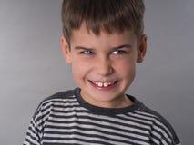 Portrait des 8 années mignonnes de garçon Images libres de droits
