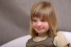 Souriant, fille handicapée heureuse Photographie stock