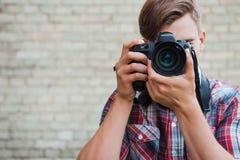Sourire à l'appareil-photo ! Photos stock