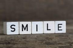 Sourire, écrit en cubes Photographie stock