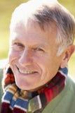 sourire aîné de verticale d'homme Photographie stock libre de droits