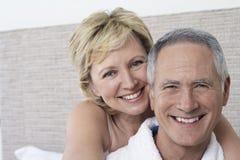 Sourire affectueux de couples Images stock