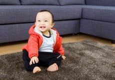 Sourire asiatique de bébé garçon Photos libres de droits