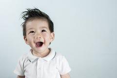 Sourire asiatique de garçon de portrait avec l'espace pour le texte Photographie stock libre de droits
