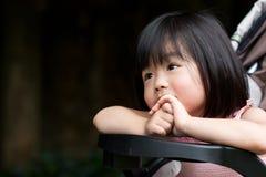 Sourire asiatique mignon d'enfant Images stock