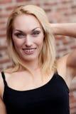 Sourire assez blond Photographie stock libre de droits