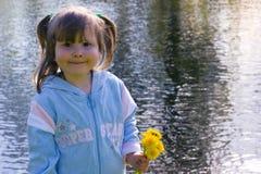 Sourire au-dessus du fleuve Photo stock