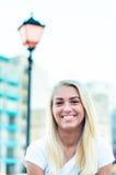 Sourire blond de femme Images libres de droits