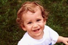 Sourire d'enfant en bas âge de garçon Image libre de droits