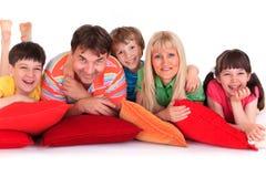sourire d'oreillers de famille image stock