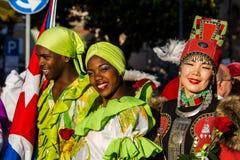 Sourire dans le costume folklorique Photos stock