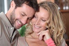 Sourire de couples Photographie stock libre de droits