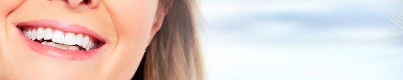 Sourire de dents de femme photographie stock libre de droits