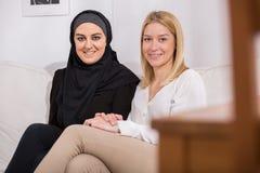 Sourire de deux filles Photo libre de droits