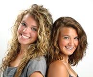 Sourire de deux soeurs Photographie stock libre de droits