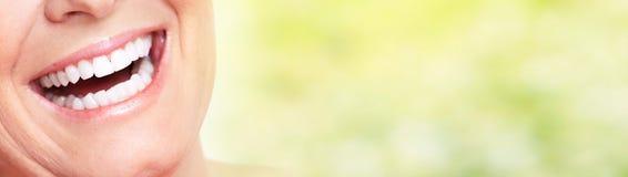 Sourire de femme agée photographie stock libre de droits