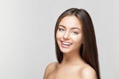 Sourire de femme Dents blanchissant Soin dentaire photos stock