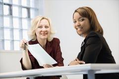 Sourire de femmes d'affaires Photographie stock libre de droits
