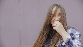 Sourire de jeune femme clips vidéos