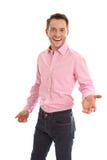 Sourire de jeunes et directeur d'isolement avec une chemise rose - grande voiture photos libres de droits