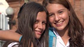 Sourire de l'adolescence d'amie Images libres de droits