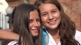 Sourire de l'adolescence d'amie Photo libre de droits