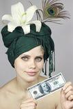 Sourire de la fille avec de l'argent Image libre de droits