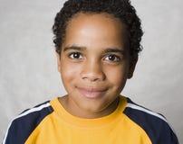 sourire de latino de garçon photos libres de droits