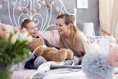 Sourire de mère et de fille Photos stock