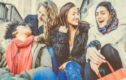 Sourire de quatre jeune beau filles Image libre de droits