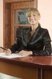 Sourire de réceptionniste photographie stock libre de droits