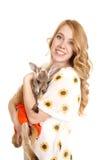 Sourire de regard de kangourou de tournesols de femme Images libres de droits