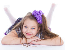 Sourire des belles 6 années de fille  Image libre de droits