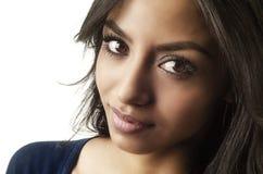 Sourire du visage de la jeune femme photographie stock libre de droits