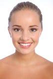 Sourire heureux brillant de beau jeune femme Image stock
