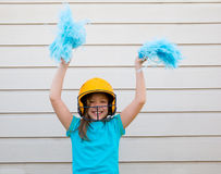 Sourire heureux cheerleading de fille de poms de pom de base-ball Images stock