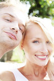 Sourire heureux de couples. Image libre de droits
