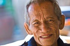Sourire heureux de vieil homme Image stock