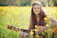 Sourire hippie heureux de femme Images stock