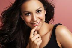 Sourire latin heureux de femme images stock