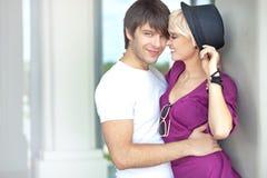 sourire mignon de couples Photographie stock libre de droits