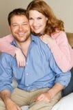 sourire mignon de couples Photo libre de droits