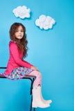 Sourire mignon de petite fille de robe de mode d'enfants d'enfants Image stock